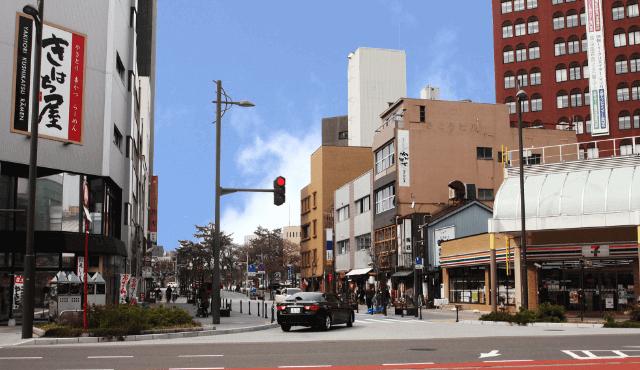 福井城址へと誘う軸沿道